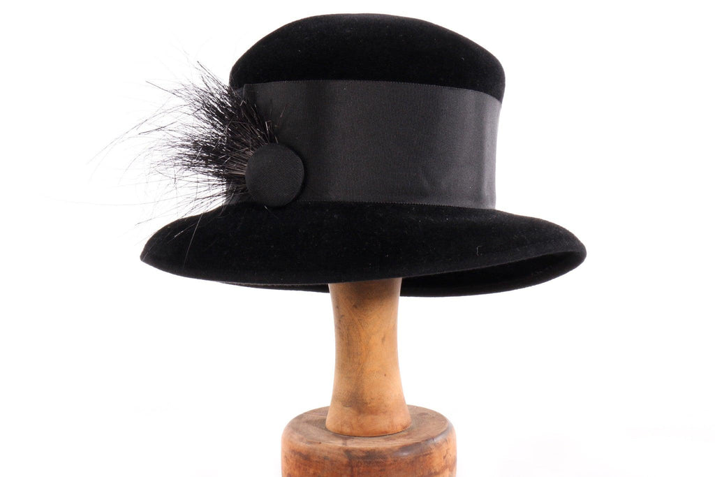 Balfour black hat with feather detail