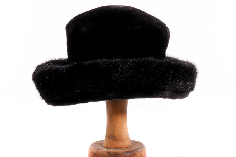 Whiteley black hat with fur rim