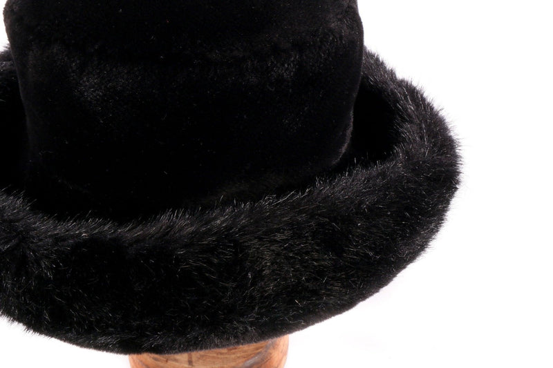 Whiteley black hat with fur rim detail