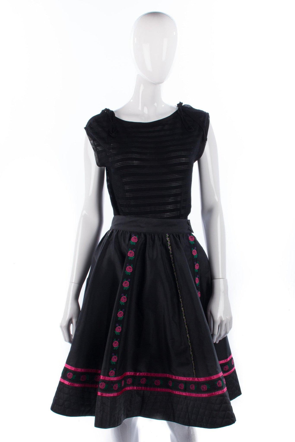 Designer vintage Mondi black full skirt