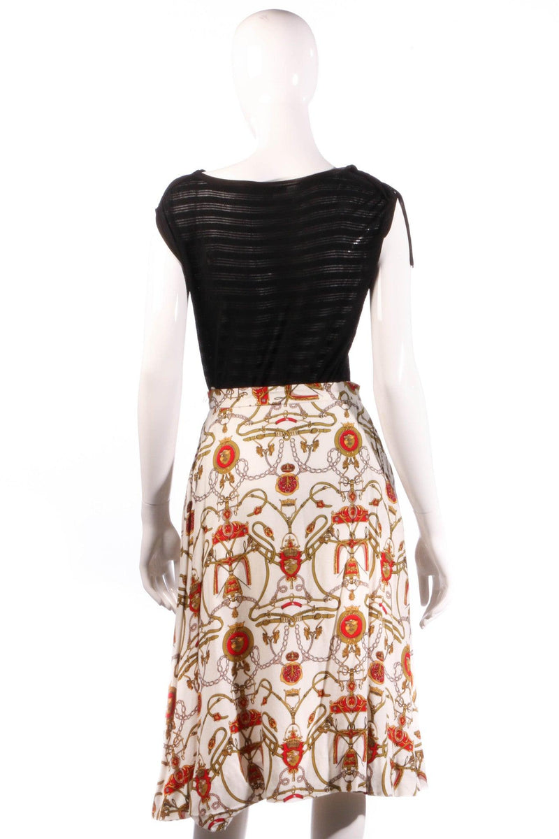 White and red patterned skirt back