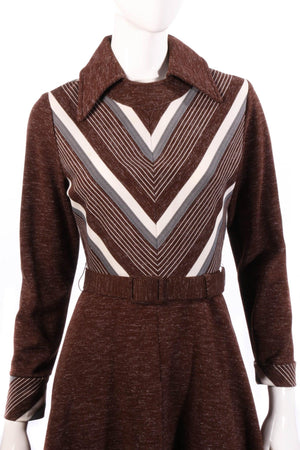 Brown collared dress with long sleeves detail