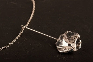 Decorative Concepts 2cm wire pendant on chain - Silver|Decorative Concepts crogdlws gwifren 2cm ar gadwyn - Arian