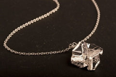 Decorative Concepts 2cm pendant on chain - Silver|Decorative Concepts crogdlws 2cm ar gadwyn - Arian