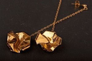 Decorative Concepts 2cm drop earrings on chain - Silver with 23ct gold plating|Decorative Concepts clustdlysau crog 2cm ar gadwyn - Arian a haen aur 23ct