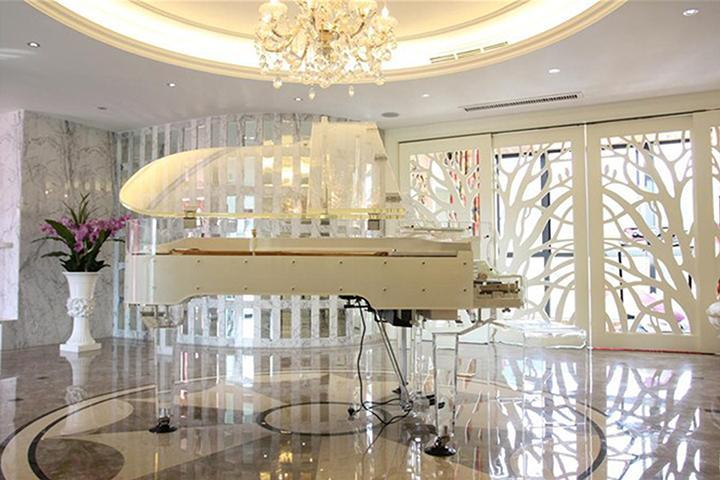 BRAND NEW CRYSTAL GRAND PIANO 275 SELF PLAYING PIANO.