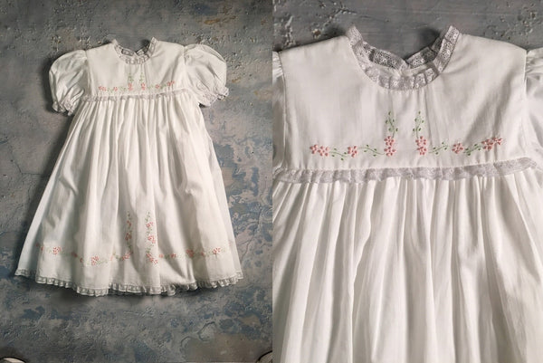 Dress w/lace satin flowers Auraluz
