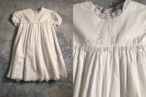 Dress w/lace & satin flower Auraluz