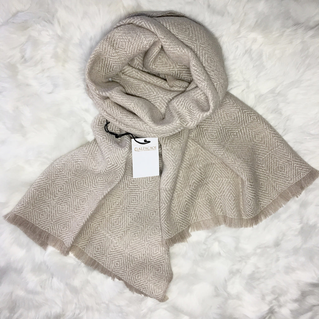 ALPACA SCARF BEIGE with design from andes made of 100% Peruvian alpaca wool