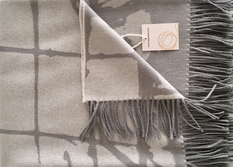 Alpaca throw ALPTHFLOWER 015- Grey Design
