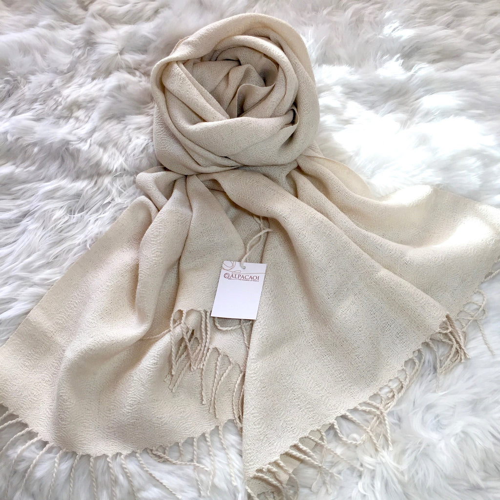 Alpaca scarf color cream handmade of 100% Peruvian alpaca wool