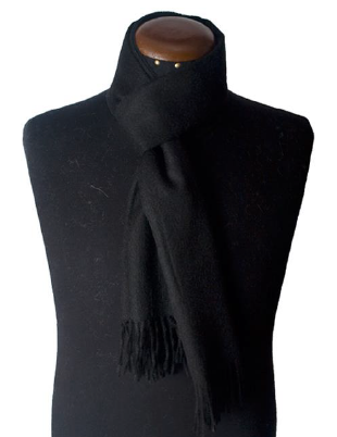 Black scarf made of 100% Peruvian alpaca wool