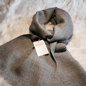 Grey scarf handmade of 100% Peruvian alpaca wool