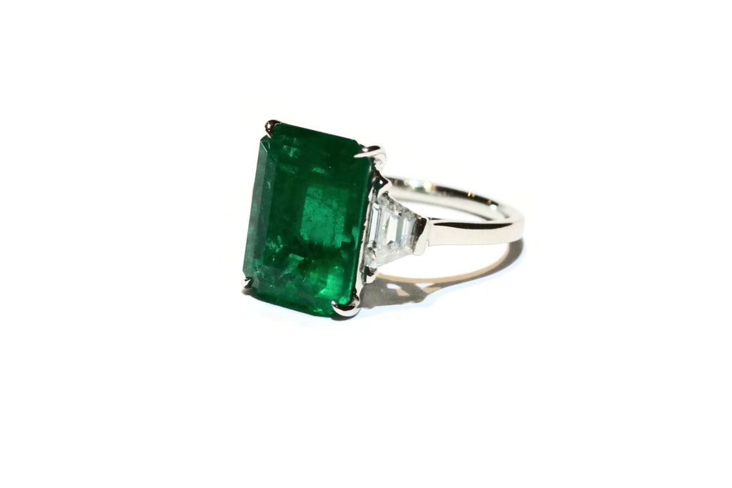 Unique - Ring with Octagonal Emerald and Diamonds, Platinum.