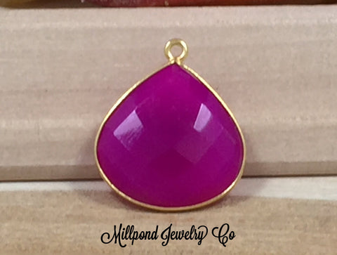 Chalcedony Bezel Pendant, Hot Pink Chalcedony Pendant, Bezel Heart Shaped Pendant, Bezel Gemstone, 22K Gold Plated Pendant, 20mm, PG3018