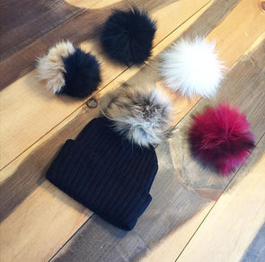 Une Tuque Doublée, 5 Pompons pour Adulte | One Beanie, 5 Pompons for Adult  -  Mpompon