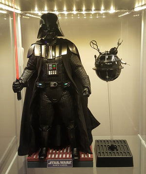 Darth Vader 1/6 scale figure from Hot Toys unboxing