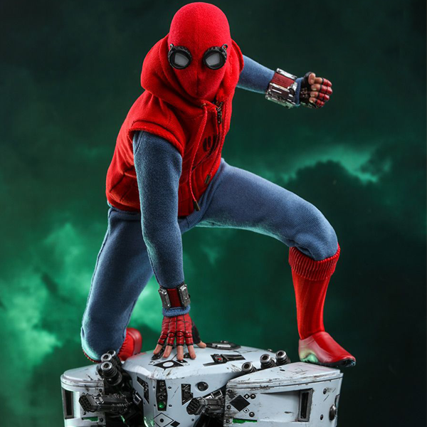Spider-Man Far From Home - Spider-Man Homemade Suit 1:6 Scale Action Figure