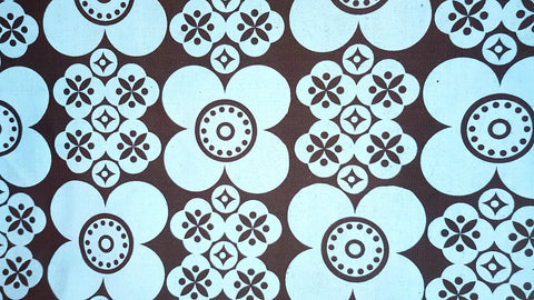 Stowe & so Table Cloth. 2m Retro Daisy in Light Blue on Charcoal.
