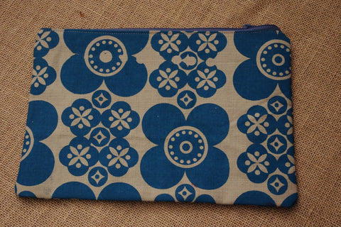 Stowe and so Pencil Case (Large): Retro Daisy