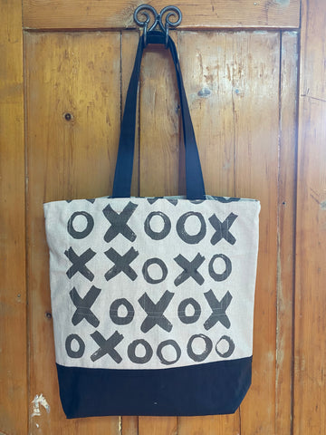 Shopper Bag. Hugs and Kisses in Charcoal on Stone