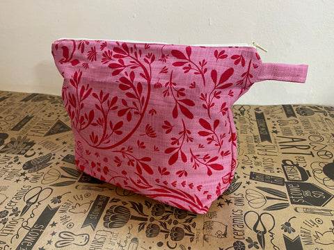 Stowe & so Oversized Toiletry/Cosmetic Bag. Lucerne in Pink.