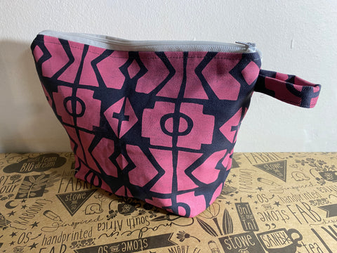 Stowe & so Oversized Toiletry/Cosmetic Bag. Geo Pink.