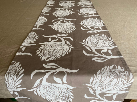 1.5m x 0.4m Stowe & so Runner. King Protea in White on Tan.