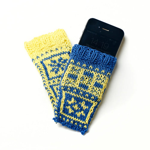 Hand knitted smartphone and tablet