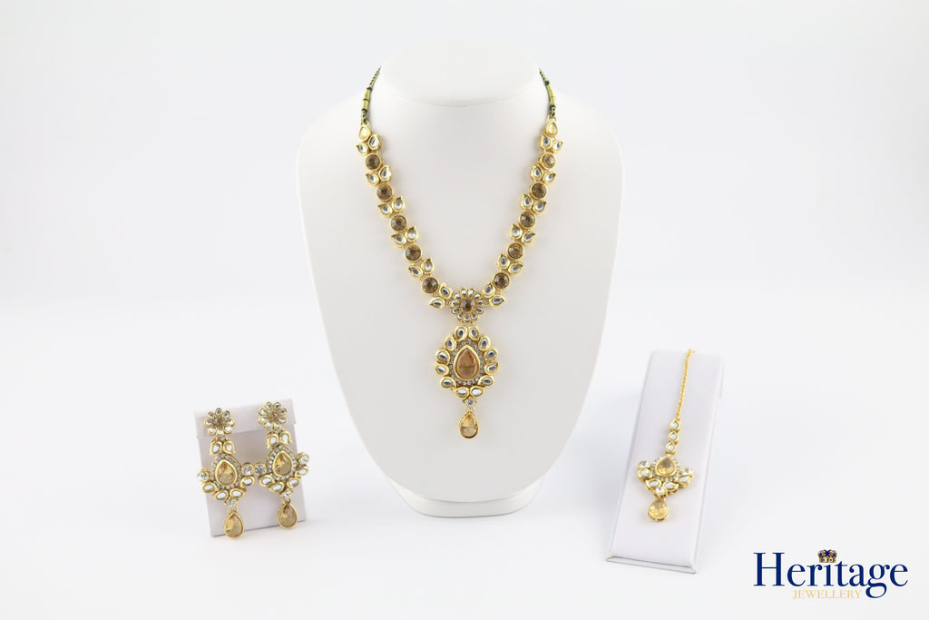 KUNDAN AND GOLD STONE SET WITH NECKLACE, EARRINGS AND TIKKA