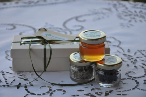 "Gift  Box, ""The Kings"" series : ""Mountain calls"", Wild Mint, Natural Honey and Black Dried Raisins in a Gift Pack, the Ideal gift"