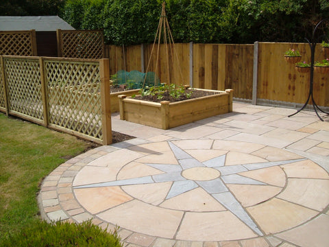 Sandstone Nautical star with sett edging