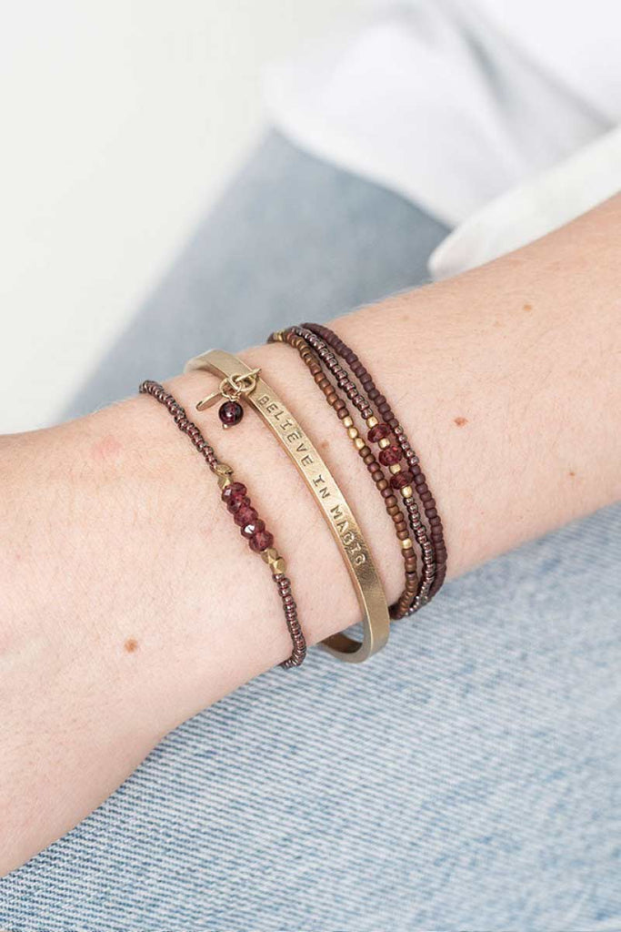 A Beautiful Story Cozy Garnet Gold armband | Sophie Stone