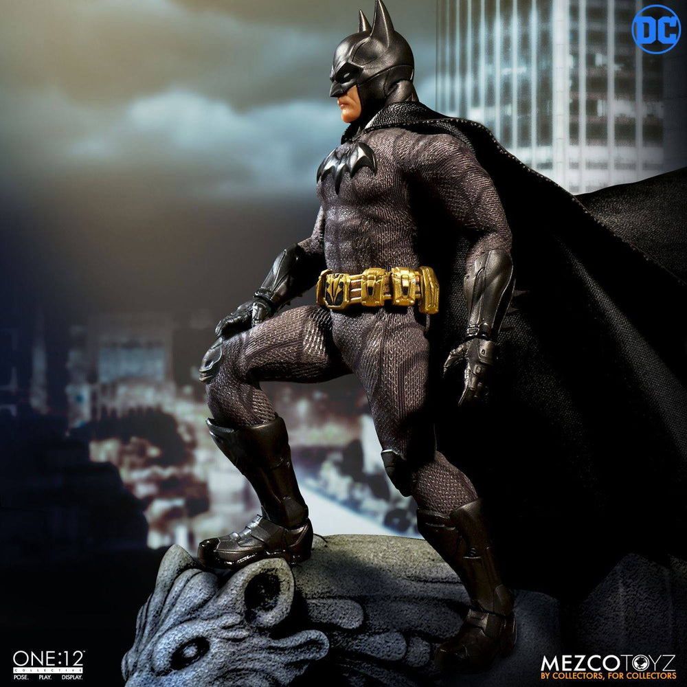 """In STOCK Mezco One 12 DC Comics /""""Catwoman/"""" Action Figure"""