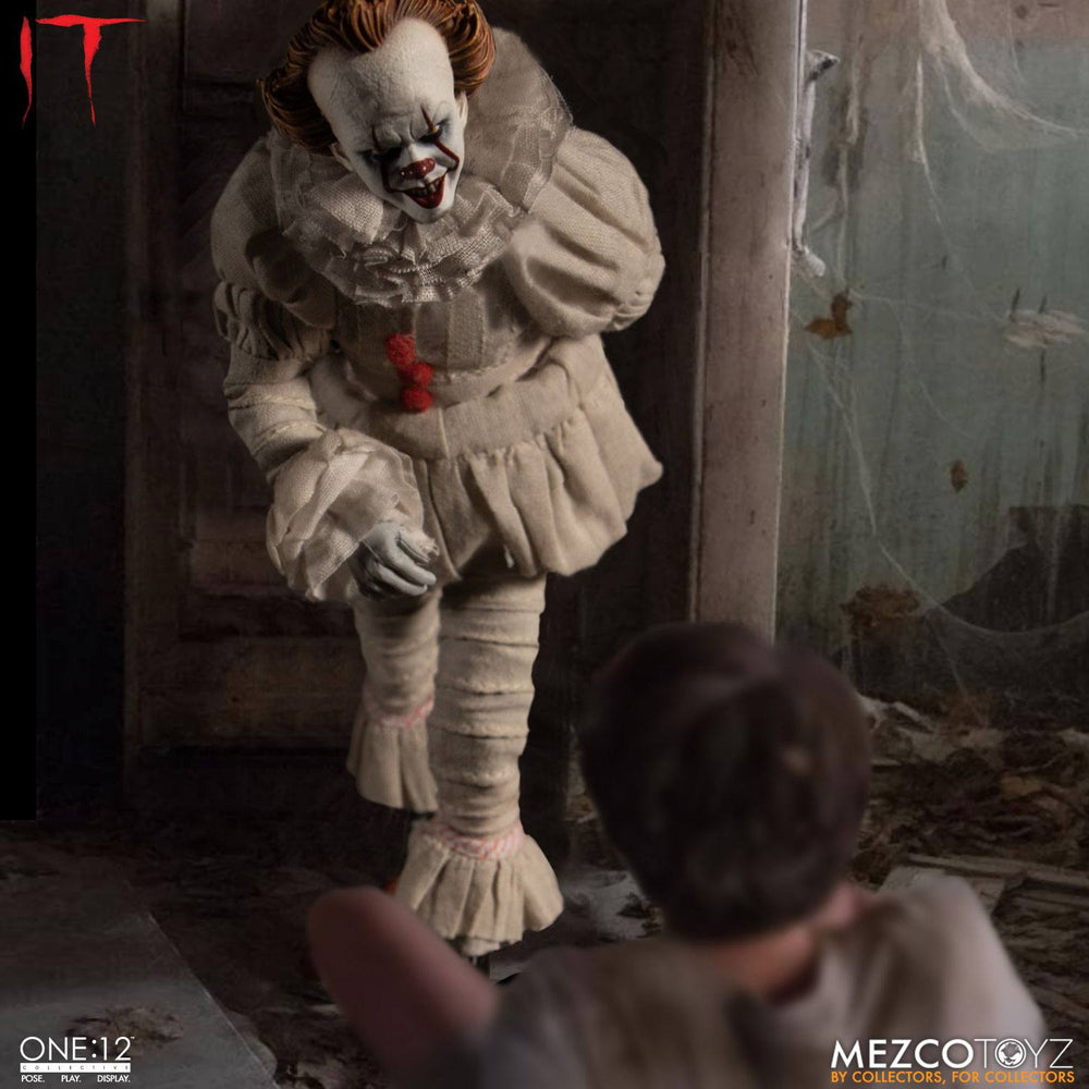 Mezco Toyz Stephen King's It 2017 Pennywise 1/12 Action Figure