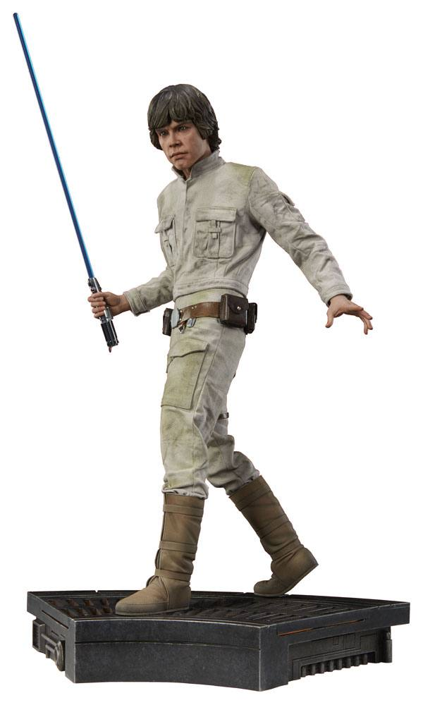 Sideshow Collectibles Star Wars Episode V Luke Skywalker Premium Format Figure 1/4 Statue