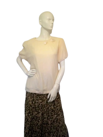 Ann Taylor Cream Top Size XL (SKU 000233-4)