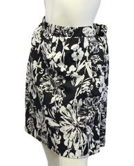 White Dandies Skirt Size XL (SKU 000026) - Designers On A Dime - 3