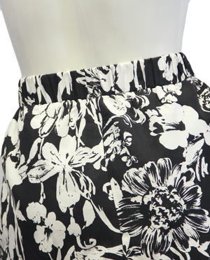 White Dandies Skirt Size XL (SKU 000026) - Designers On A Dime - 4