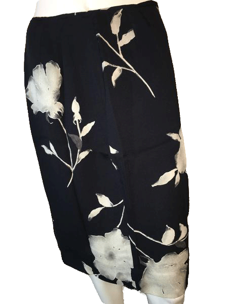 Designers on a Dime Black Knee Length Skirt with White Flowers (SKU 000094)