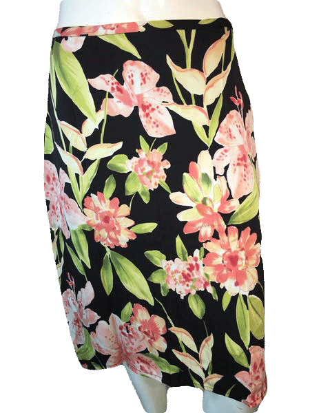 Designers on a Dime Black Knee Length Skirt with Beautiful Large Pink Flowers (SKU 000094)