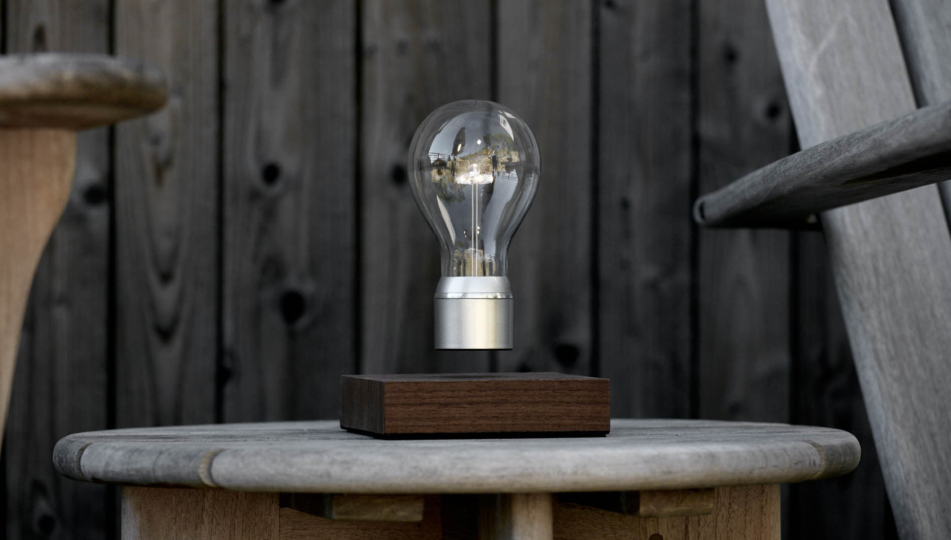 FLYTE Manhattan - levitating light bulb hovering in the air on the terrace stool