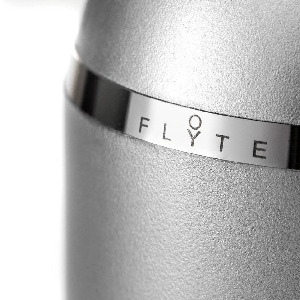 FLYTE Levitating light bulb - Manhattan cup detail
