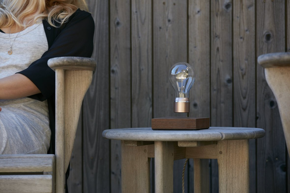 Lifestyle image of FLYTE Levitating light bulb Buckminster on terrace