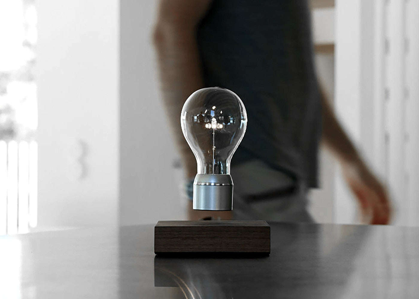 Lifestyle image of FLYTE Levitating light bulb Manhattan in apartment environment