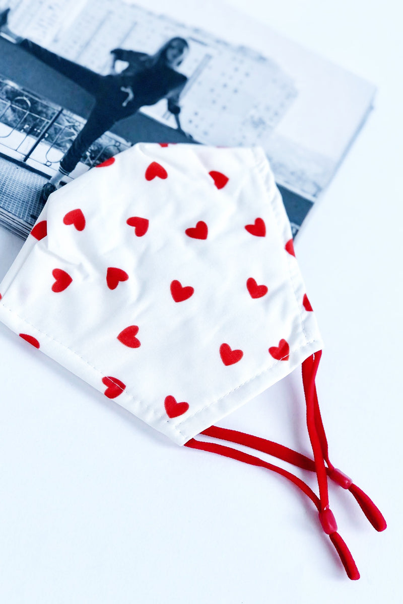 113 Face Mask White/Red Hearts