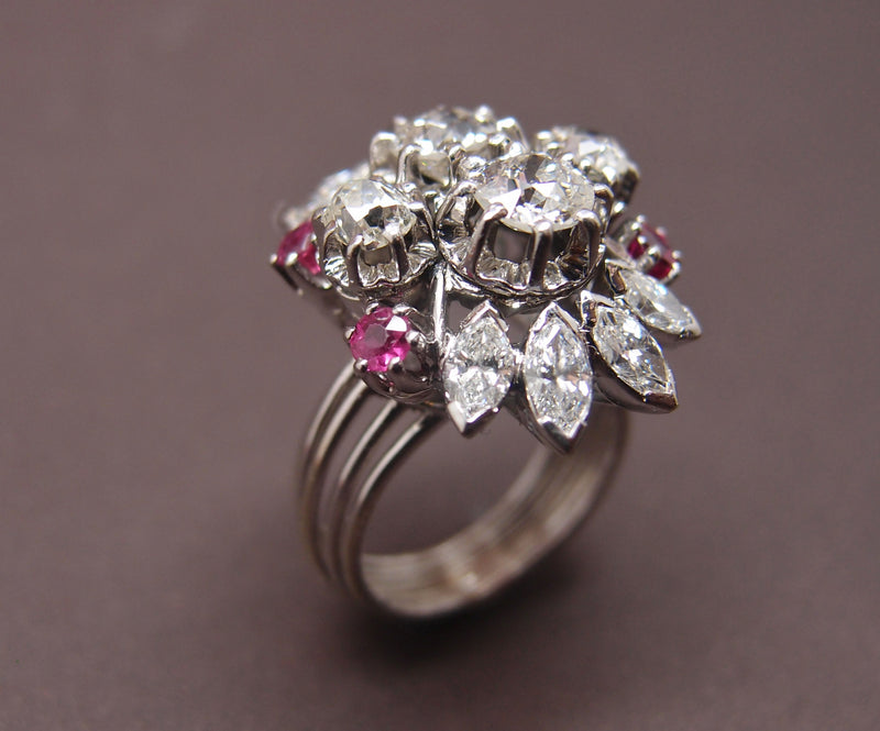 "Bague ""cocktail"" diamants 2.5 cts et rubis vers 1950"