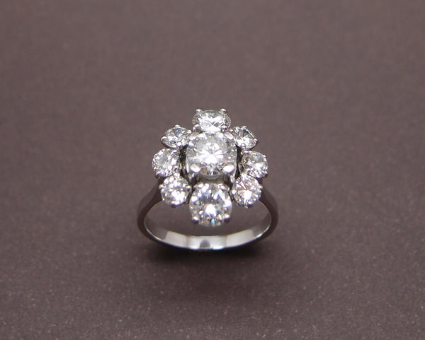 "Bague Diamants ""Entourage"" total : 2 cts"