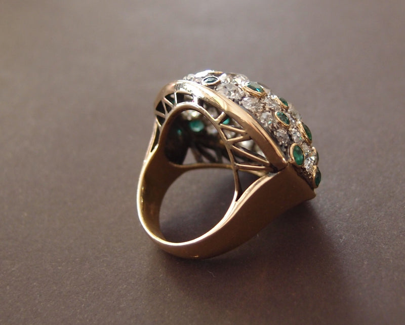 "Bague ""'Dome"" or,platine,diamants et emeraudes"