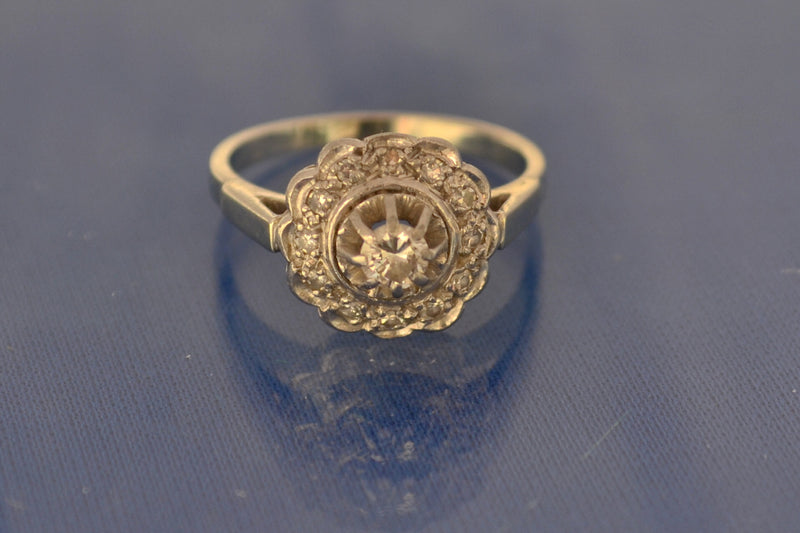 Bague Style Marguerite, Anciennen Or et Diamants